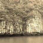 www.sreep.com 20160321_042249 Vietnam, Halong-Bucht: Halongs Inseln im Morgennebel