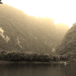 www.sreep.com 20160323_101128 Vietnam, Ninh Binh: Daytrip to the holy grottos of Ninh Binh & Trang An