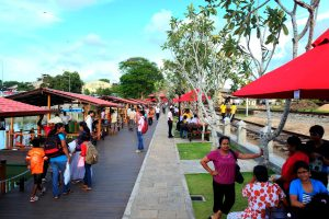 Srilanka colombo city tour book Pettah Market, floteen market, Colonial buildings, galle face