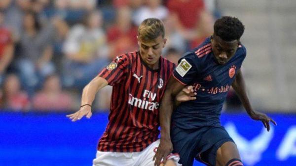 Чемпионат Италии, серия А. За Милан снова играет Мальдини ...