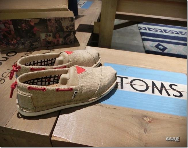 【鞋子】TOMS 好看ღ 好穿ღ 公益鞋ღ – 草莓卡比 ღ 生活誌