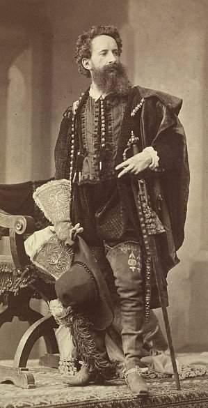 приблизить, фото, Макарт в костюме эпохи Возрождения