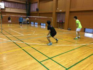 SSDSのメンバーがボールで遊んでいる