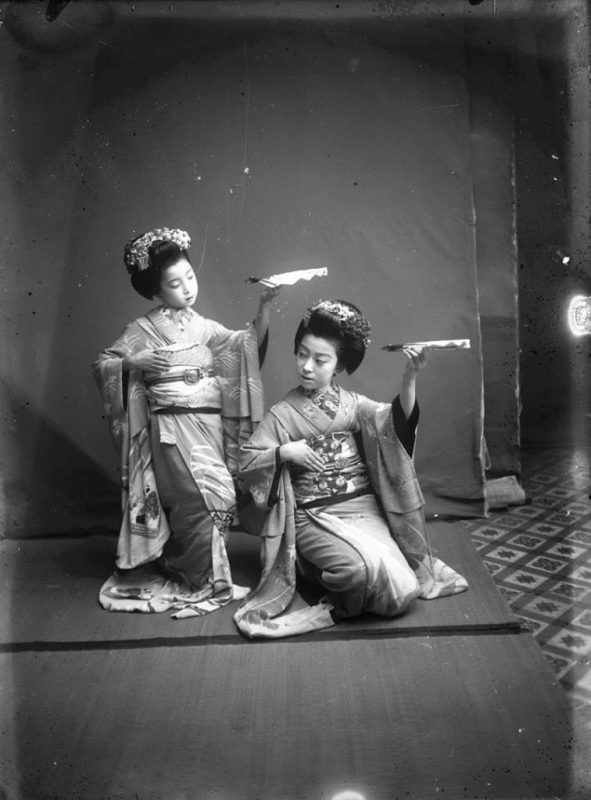 Fig. 8. Two Japanese girls in a studio, attributed to E. A. Hornel, 1893