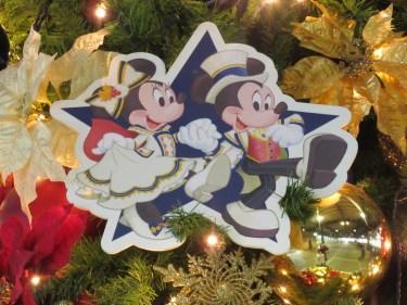 ディズニークリスマスに行きたい!チケットやホテル手配のヒントを教えます。
