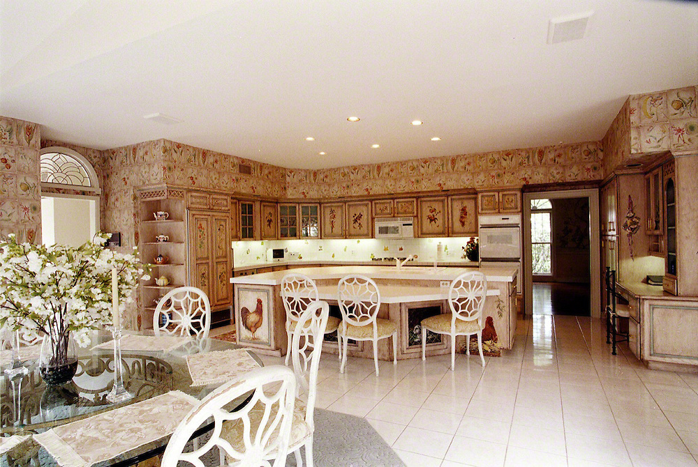 Country Kitchen With Ceiling Speakers Edgonline