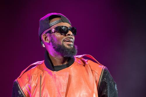 """R. Kelly Kick off """"King Of R&B"""" Tour Announcement Following Sex Scandal Outrage (MOST READ)"""