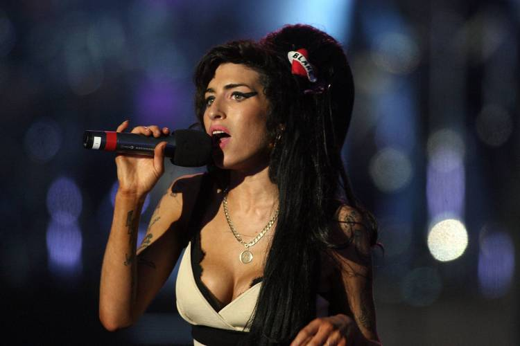 Amy Winehouse performs during the 46664 concert in celebration of Nelson Mandela's life at Hyde Park on June 27, 2008 in London, England.