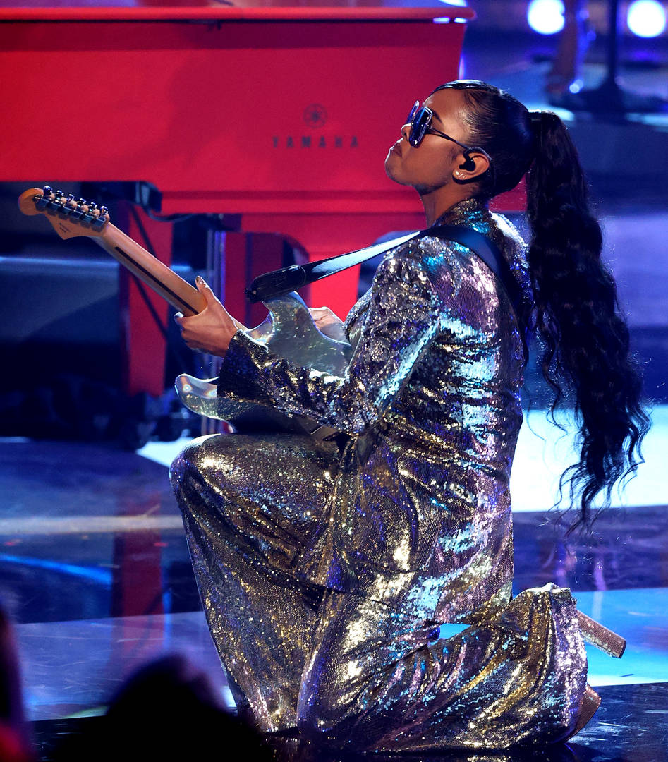 H.E.R. performs onstage at the 2021 iHeartRadio Music Awards at The Dolby Theatre in Los Angeles, California, which was broadcast live on FOX on May 27, 2021.