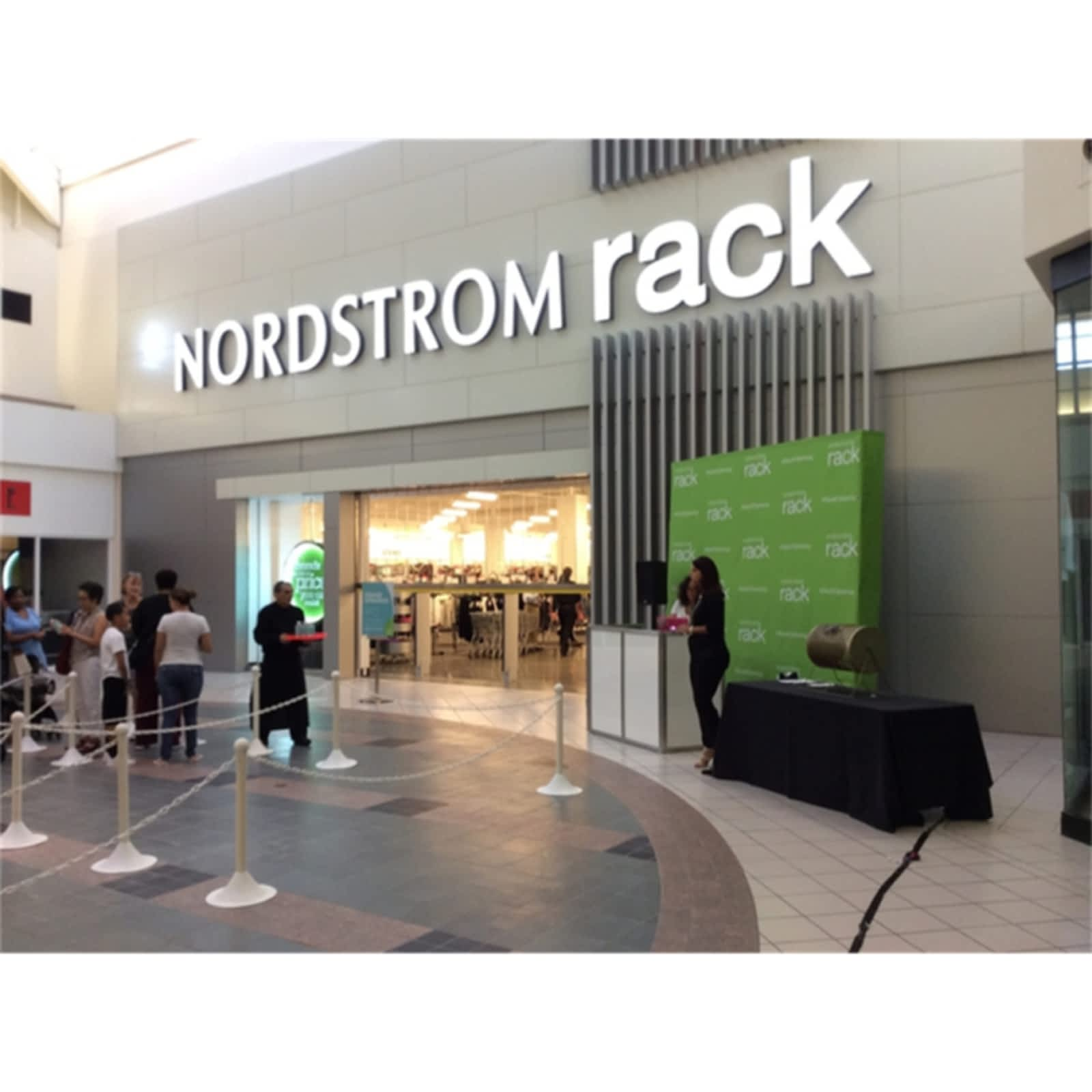 nordstrom rack closed opening hours