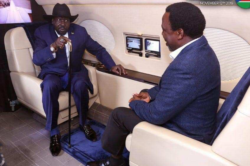 Self-proclaimed Prophet Temitope Balogune Joshua popularly known as T.B. Joshua and seemingly scared South Sudan President holding a short talk in the Nigerian airline on Novemeber 13, 2019(photo credit: courtesy image/SSNN)