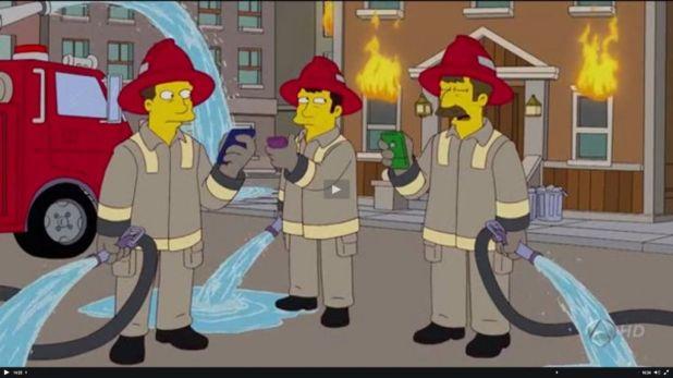 bomberos smartphone 1024x575 Los Simpson y las redes sociales desde una perspectiva sociológica