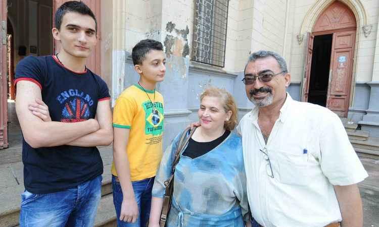 Em BH há dois meses, a família do engenheiro Milad Deeb chegou da Síria e tenta se adaptar à nova vida (foto: Marcos Vieira/EM/D.A Press)