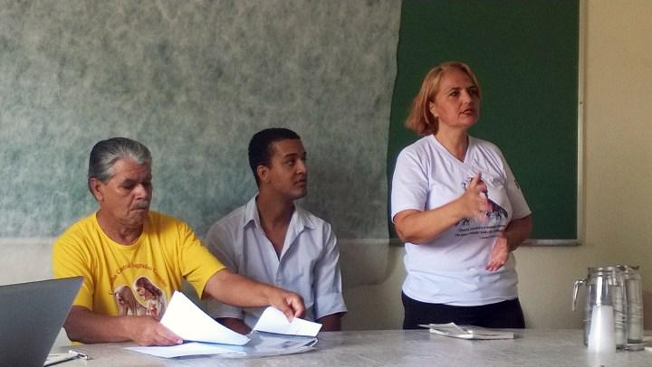 csc. Rosane agradecendo os presentes. Ao centro, cfd. Alberto, do CMBH e a direita, cfd. Adão, ex-presidente do CC Sagrados Corações.