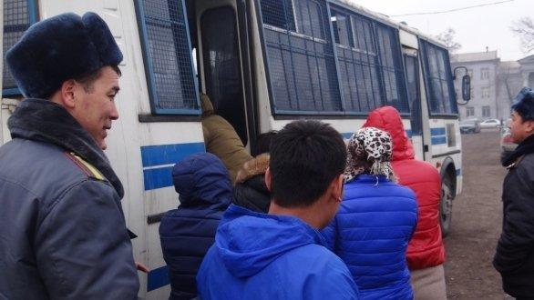 Вблизи Ошского рынка задержаны 16 девушек, предоставляющие ...