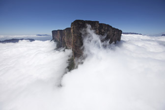 Typisches Stefan Glowacz Reiseziel: Der 2.810m hohe Roraima Tepui im Dreiländereck Venezuela, Brasilien und Guyana (Foto: Klaus Fengler)