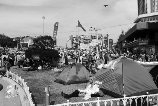 Gekommen um zu bleiben: Der Taksim-Platz und insbesondere der Gezi-Park sind zum Camping-Platz mutiert