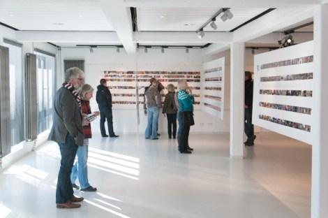 Die etwas andere Ausstellung: Von jedem Fotomarathonisti gibt es eine Bildserie mit 24 Fotos (Foto: Fotomarathon Hamburg)