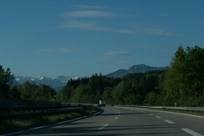 Mit dem Zug ging es umweltfreundlich von Hamburg nach München und dann weiter als Fahrgemeinschaft. PS: Ich liebe diesen Moment, wenn man die Berge das erste mal sieht <3