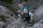 Extrembergsteiger & Greenpeace-Aktivist David Bacci – hier auf dem Klettersteig zur Mittenwalder Hütte – brachte seine Expeditionserfahrungen in die neue Jacke ein.