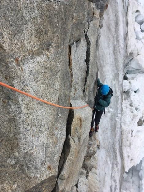 Tanja Bindschädel beim Klettern im Fels
