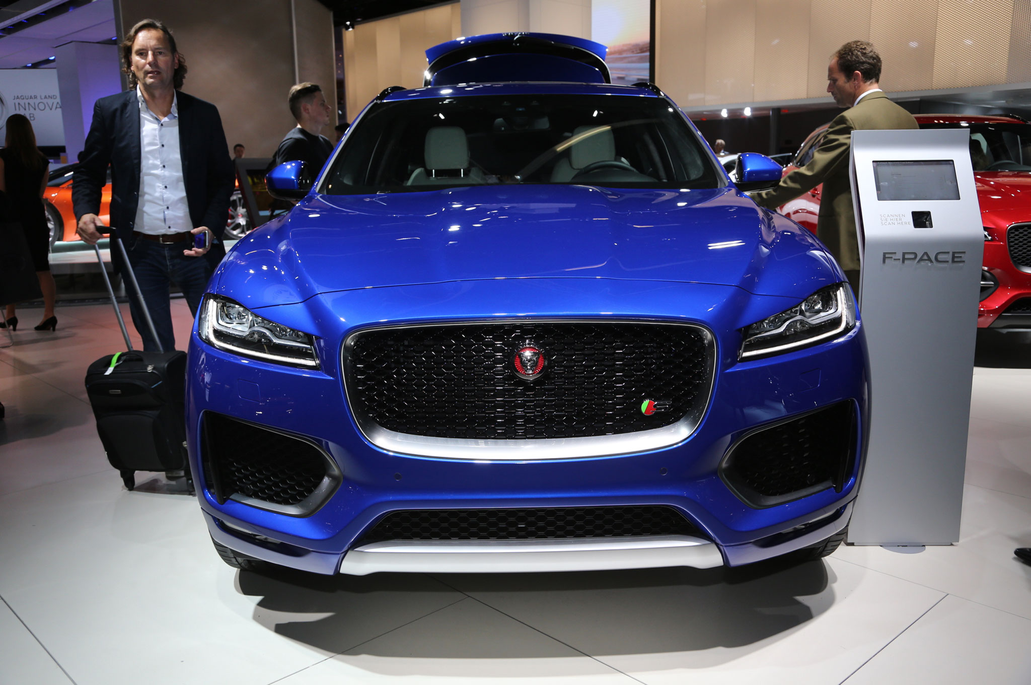 6 Reasons to Wait for the 2017 Jaguar F Pace
