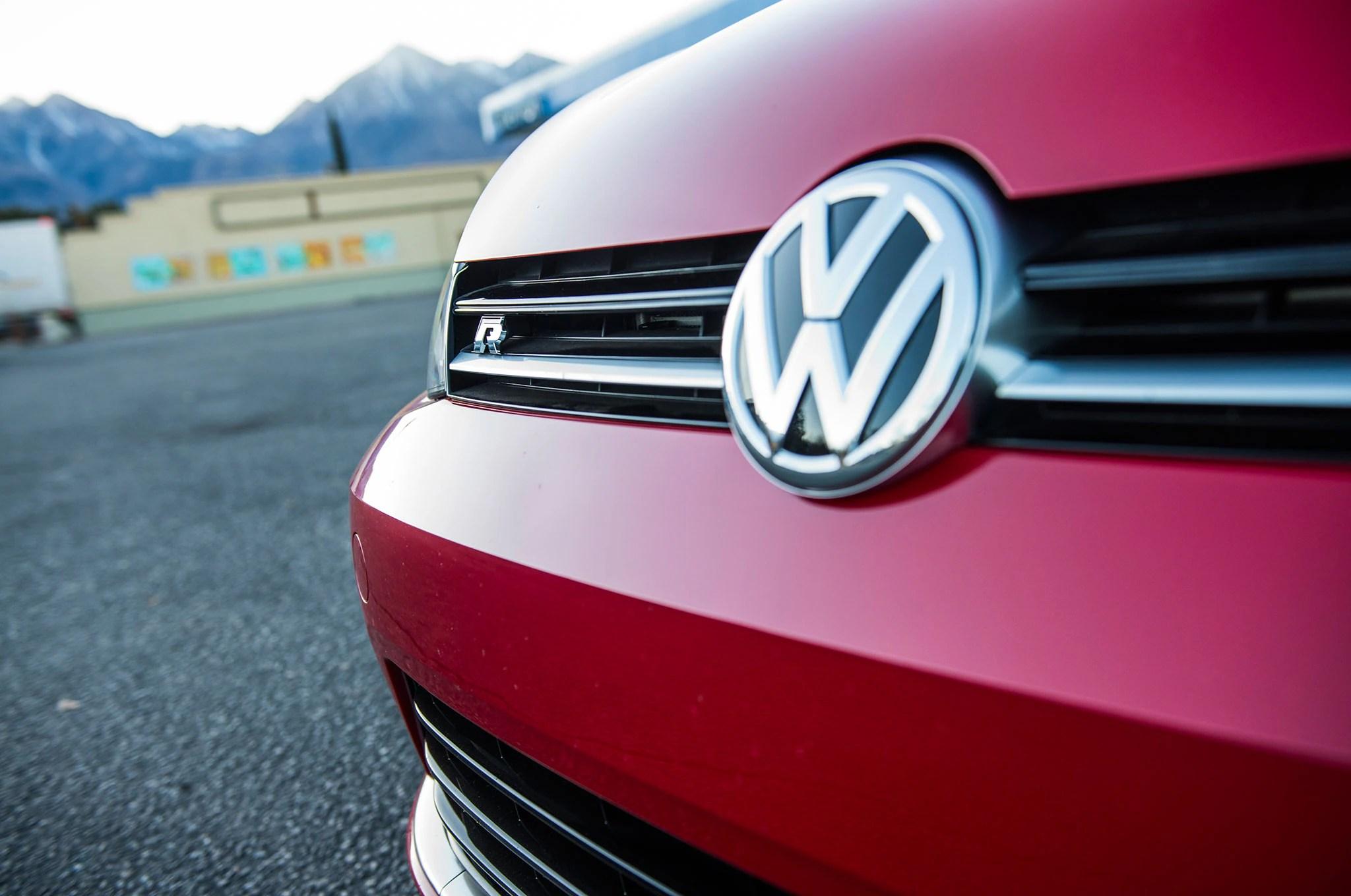 Volkswagen Golf R grille