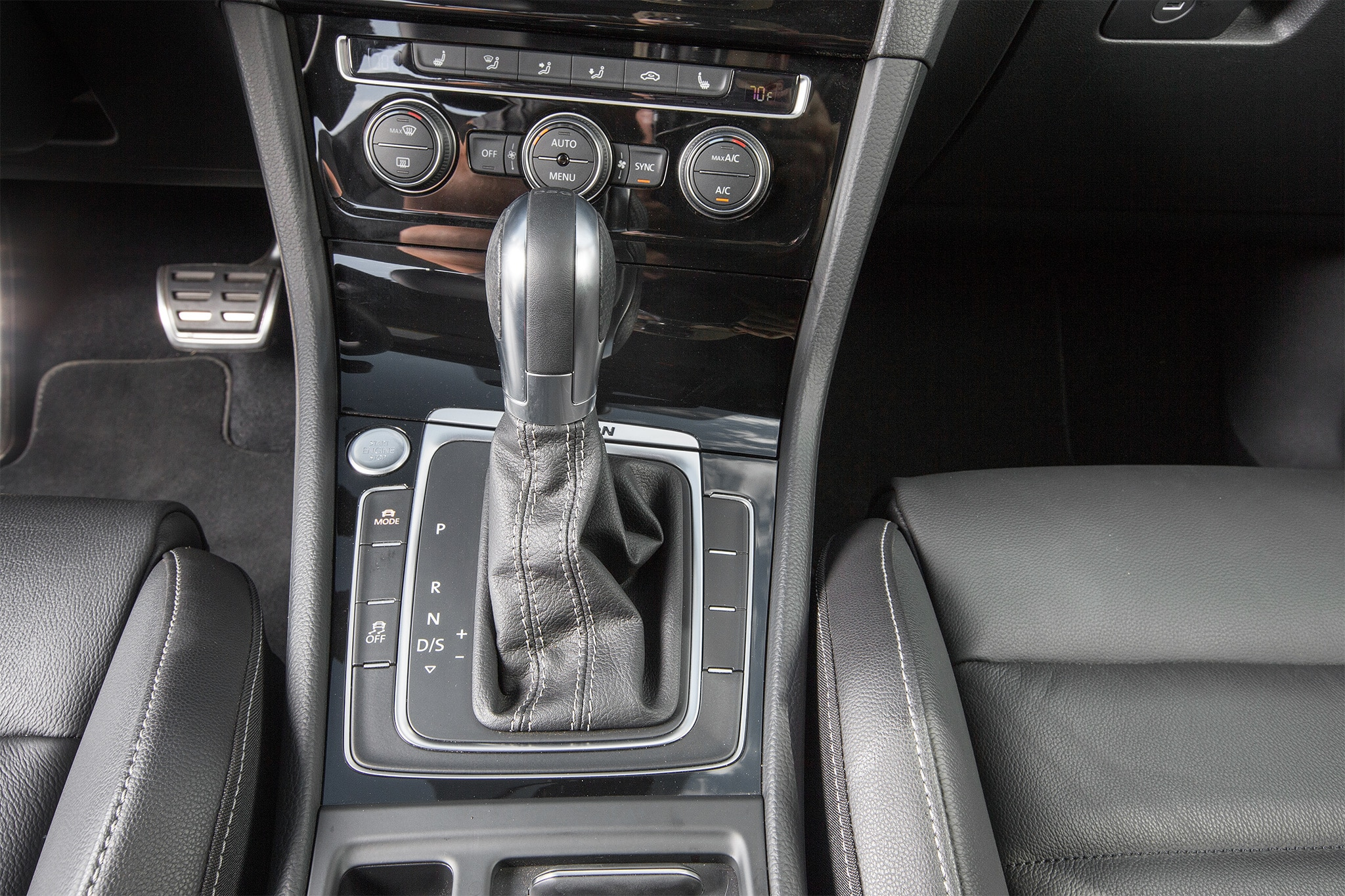 2016 Volkswagen Golf R gear shifter