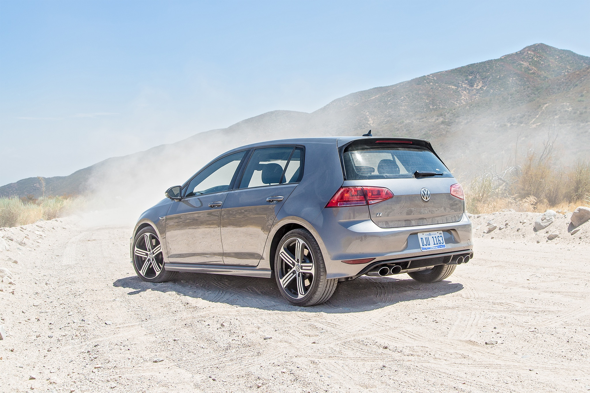 2016 Volkswagen Golf R rear three quarter