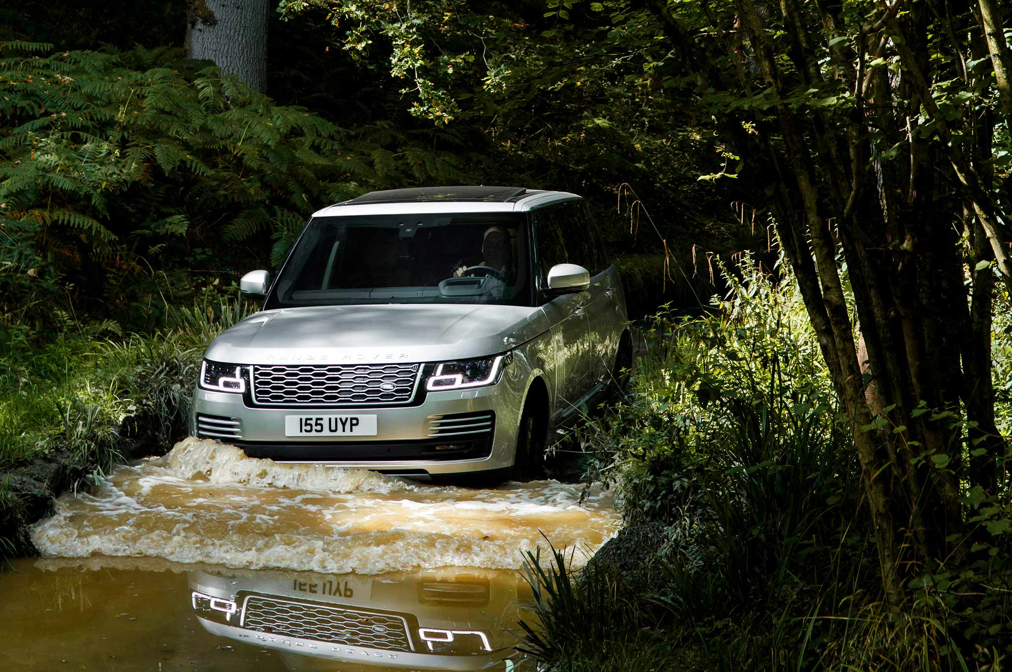 Range Rover Debuts P400e Plug In Hybrid Due for 2019