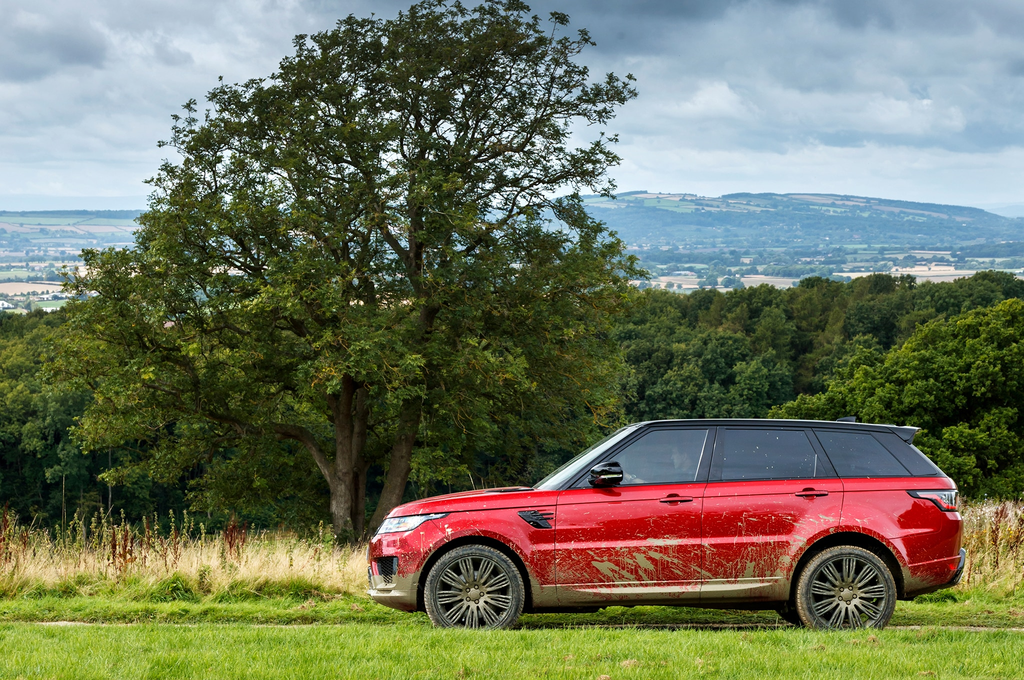 Range Rover Sport Gets an Update and a PHEV Version
