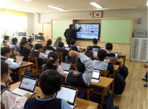 Quang cảnh một lớp học thông minh với giải pháp Samsung School tại Hàn Quốc.