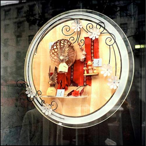 Оформление витрин и фасадов магазина в годы постсоветского ...