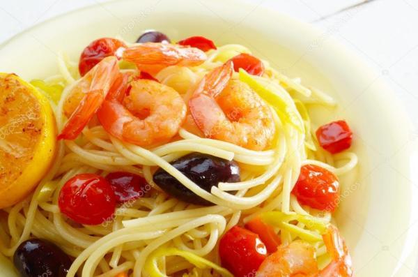 Блюдо из морепродуктов спагетти макароны с креветками ...