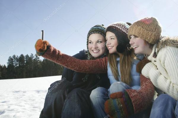 Селфи девушки 15 лет. Три девочки берут автопортрет с ...