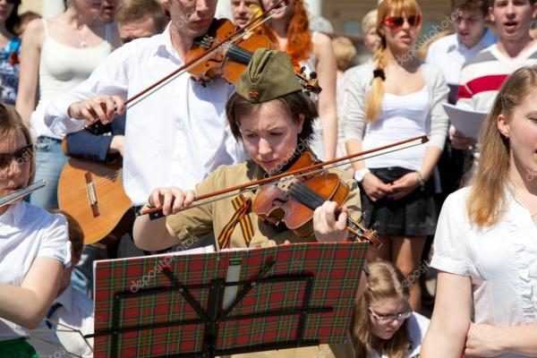 Москва, Россия - 9 мая: музыканты играют концерт в честь ...