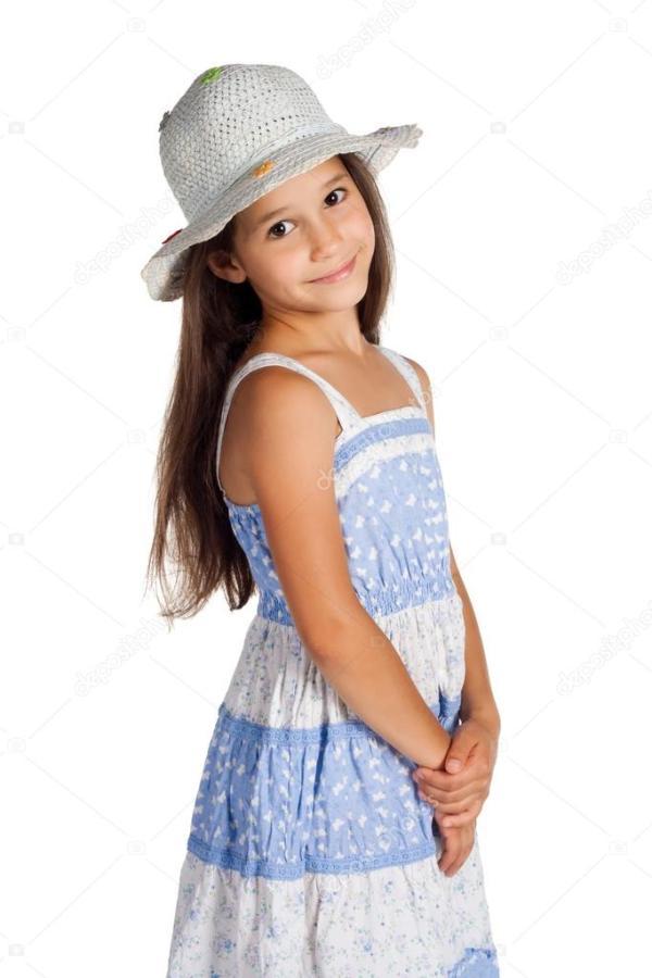 Портрет милой маленькой девочки в шляпе — Стоковое фото ...
