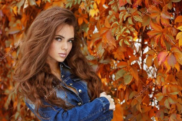 Красивая элегантная женщина в парке, Осенний портрет ...