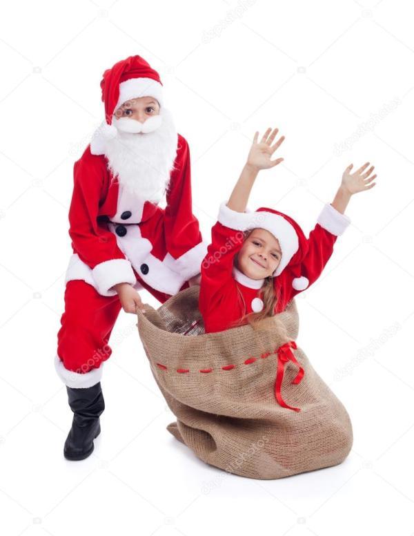 Рождественский сюрприз дети, одетые как Санта Клаус и его ...