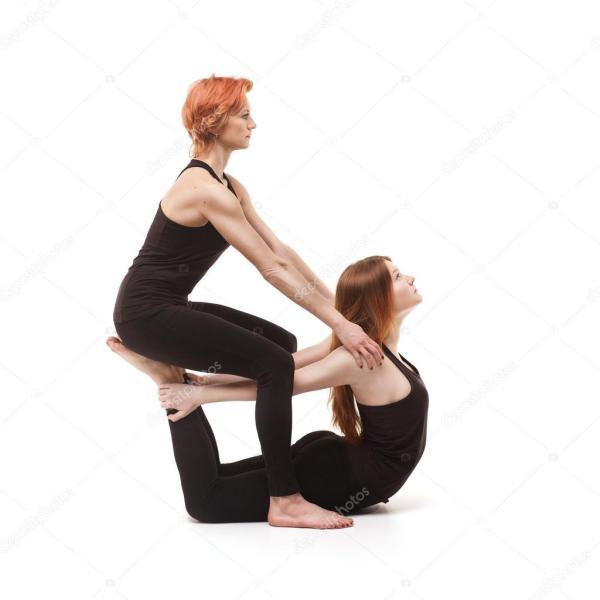 Фото йога на двоих Парные Йога на белом фоне Стоковое