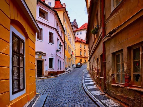 Старинные улочки праги. Старые улицы в городе Прага ...