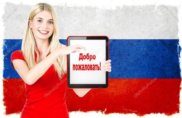 Молодая женщина с национальным флагом России — Стоковое ...