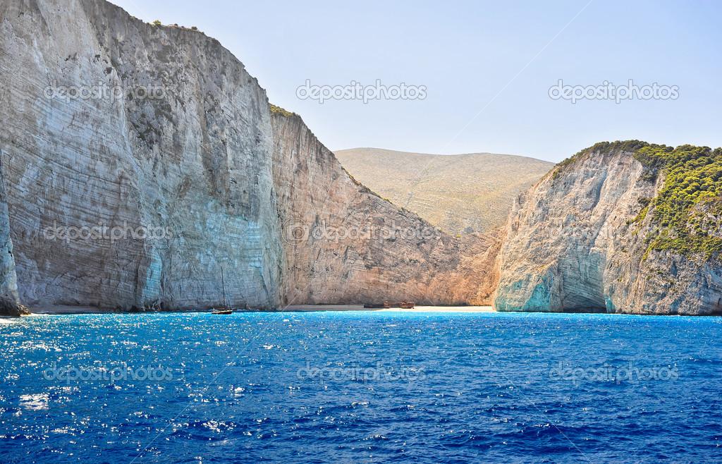 cote grecque plage de la baie du naufrage l ile de zakynthos grece tous de la cote de la mer vue de cote de la plage de navagio en grece image
