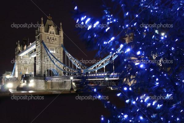 Тауэрский мост с фейерверком, празднование Нового года в ...