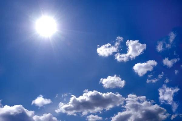 Солнце в голубом небе — Стоковое фото © Grycaj #76966303