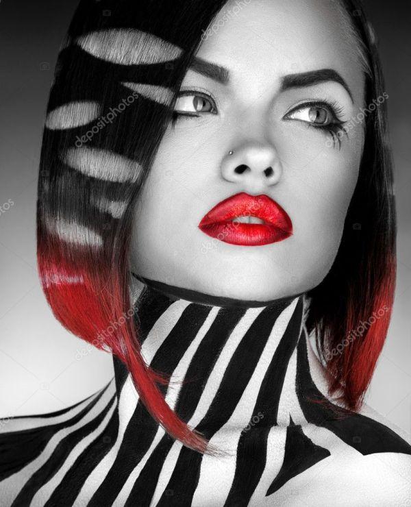 Черно белое фото с красными губами Чернобелая студия