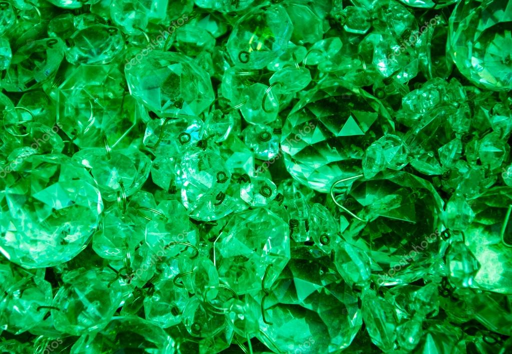 https://i1.wp.com/st.depositphotos.com/1759125/2601/i/950/depositphotos_26013611-Crystal-pendants-background-in-emerald-tones..jpg