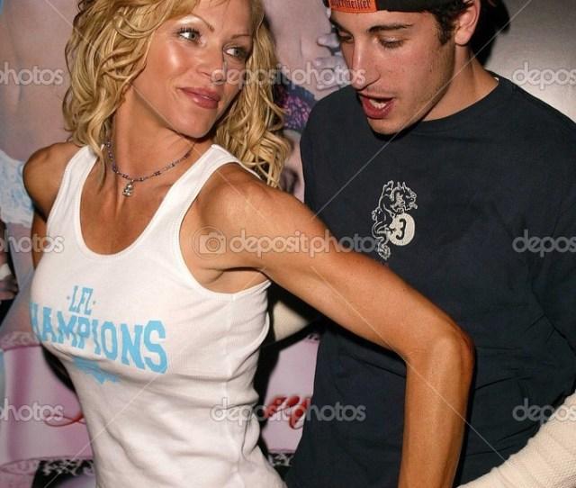 Nikki Ziering And Jason Biggs Stock Photo