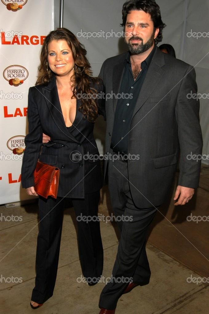 Yasmine Bleeth And Husband Paul Cerrito Stock Editorial