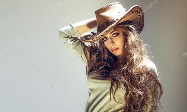 Привлекательные брюнетки красоты — Стоковое фото ...